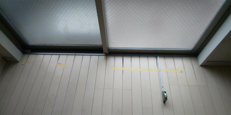 掃出し窓 剥がれとシミ補修