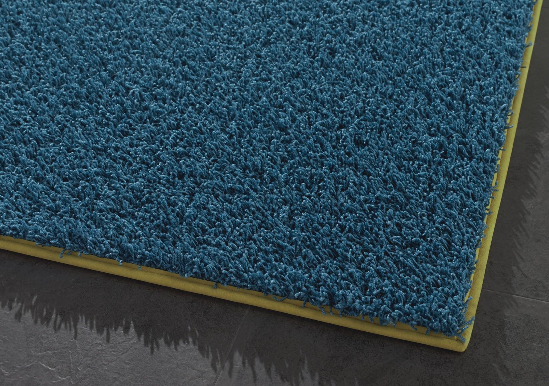 Teppich - paspeliert