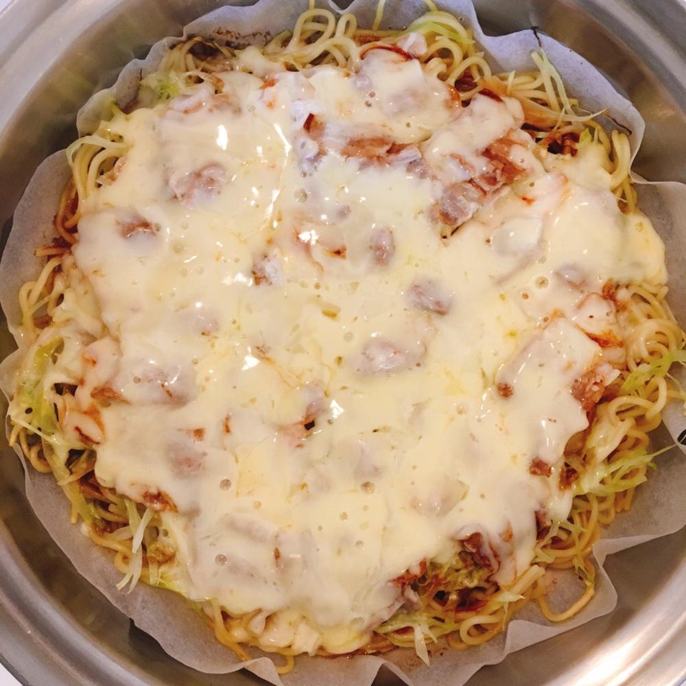 出来上がりにチーズをかけて予熱で溶かして出来上がり♪