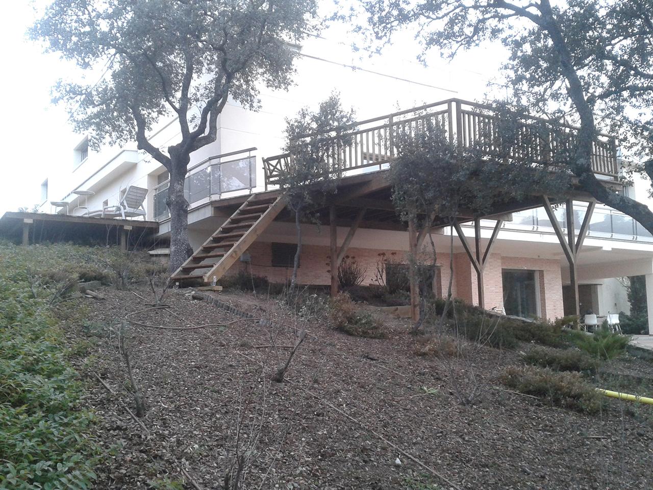 Terrazas de madera para la Casa de Charles y Eva (2015) Vista General
