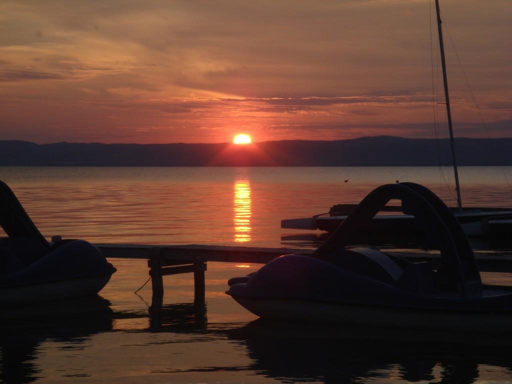 Coucher de soleil sur le Neusiedlersee en Autriche
