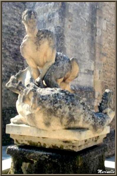 Statue de Saint Véran terrassant la Coulure devant l'église Saint Véran, Fontaine de Vaucluse, Pays de La Sorgue, Vaucluse (84)
