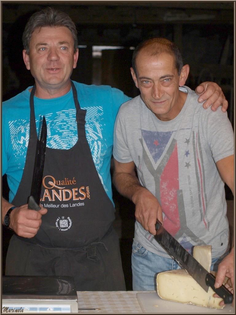 """""""Alors, on s'en coupe une tranche !"""" à la fromagerie artisanale Laborde-Bouchet, Fête au Fromage, Hera deu Hromatge, à Laruns en Vallée d'Ossau (64)"""