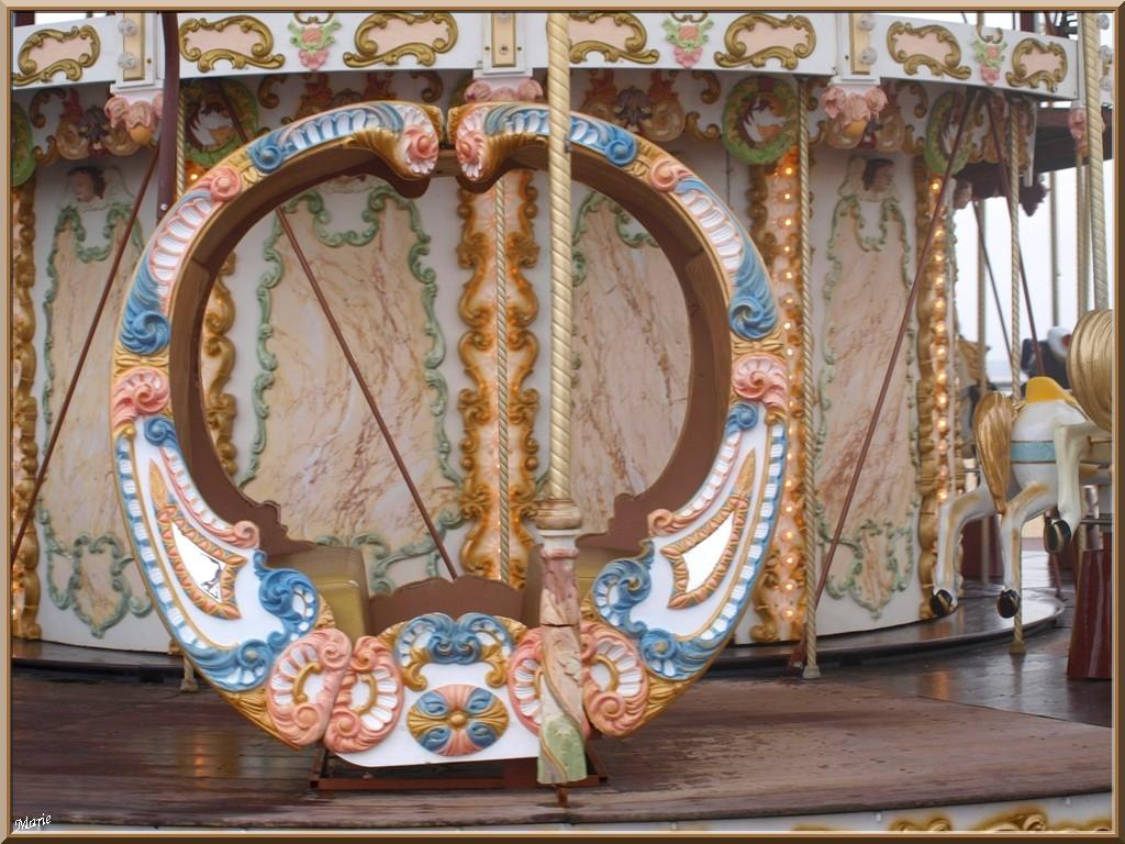"""Le Carrousel 1900 à la jetée d'Eyrac à Arcachon, """"Ville d'Eté"""