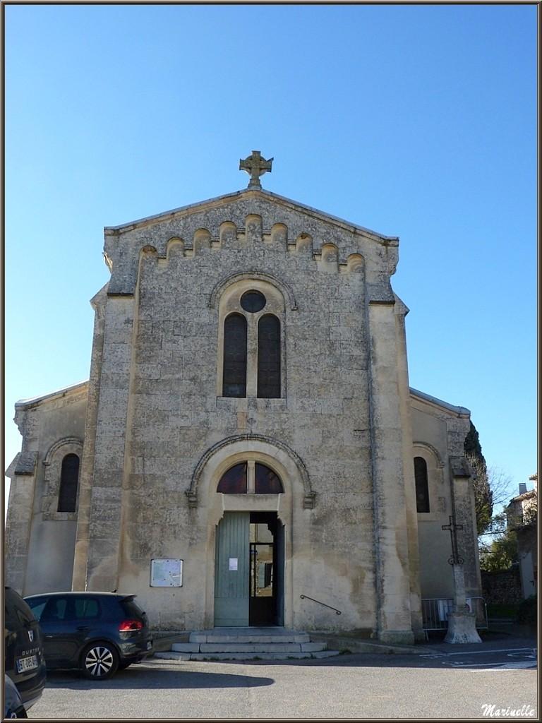 L'église Saint Laurent à l'entrée au village d'Eygalières dans les Alpilles (Bouches du Rhône)