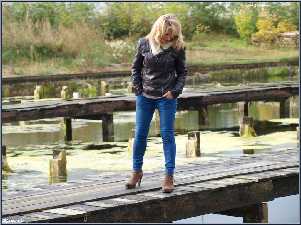 """Caroline Grossot, sur les réservoirs à """"La Cabane à Ludo"""" au Port du Canal à Gujan-Mestras, Bassin d'Arcachon"""