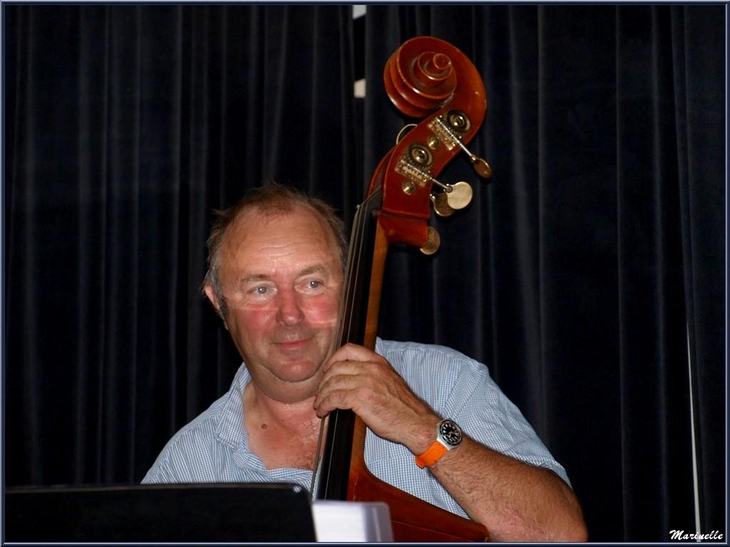 Didier Vaudron à la contre-basse, concert Caroline Grossot au Baryton à Lanton le 12 septembre 2015