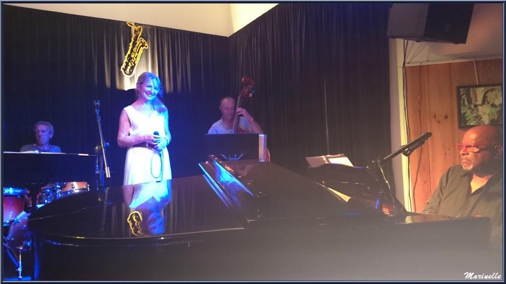 Caroline Grossot, Joseph Ganter au piano, Didier Vaudron à la contre-basse et Iano Anzelmo à la batterie, concert au Baryton à Lanton le 12 septembre 2015