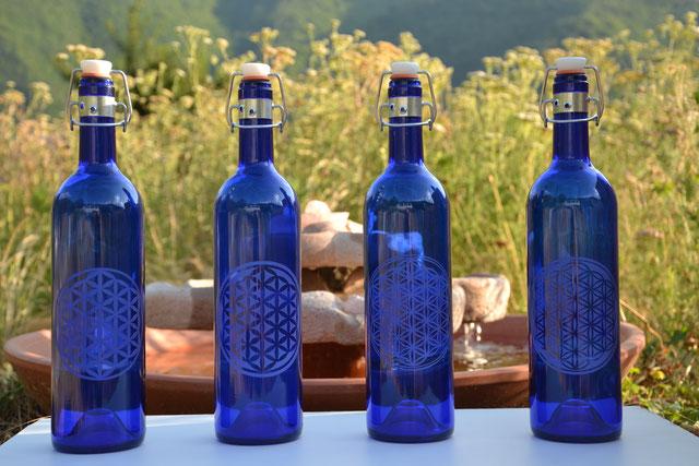 Bouteilles en verre bleu cobalt de 0.75L avec les 4 déclinaisons de la Fleur de Vie