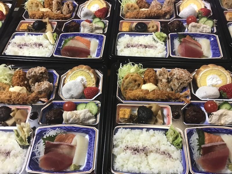 お刺身入りのお弁当もお作りいたします。(3日前までに注文ください。)