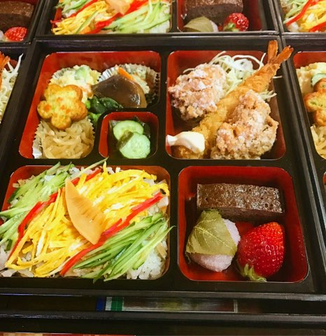 お弁当は個数が増えると、中身がボリュームアップいたします。