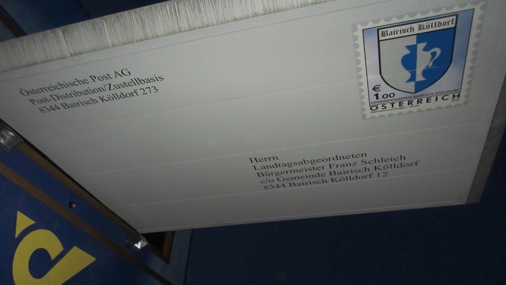 Vordach des Postamtes von unten