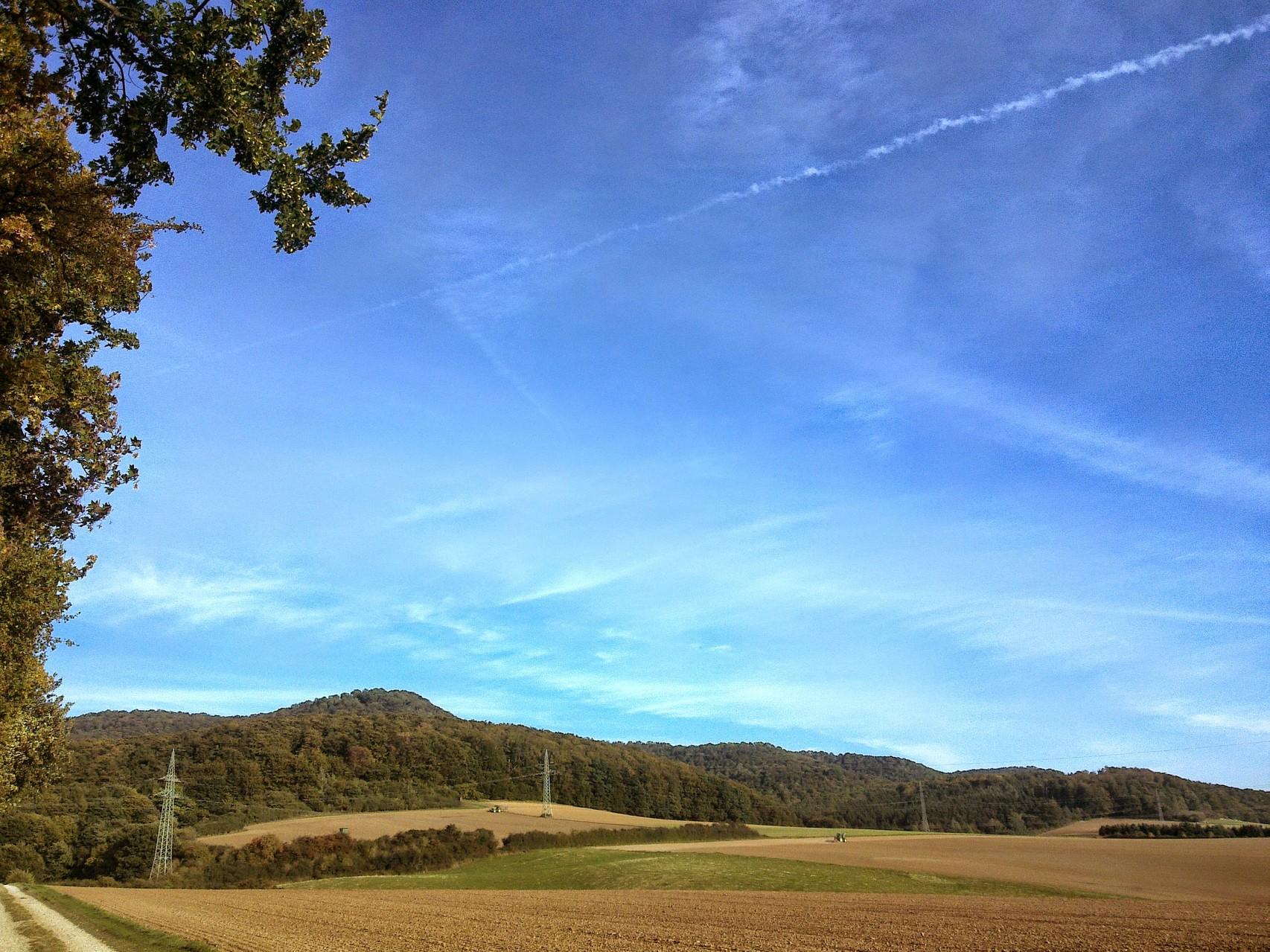 ~ Bild: Spaziergang bei Brüggen (Leine), Blick auf die Sieben Berge  ~