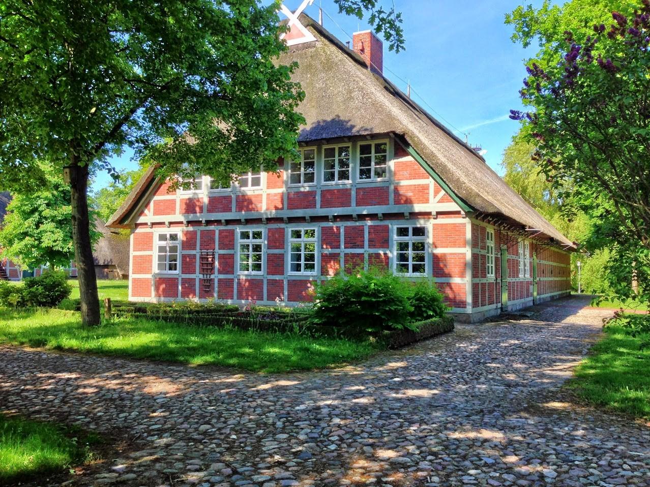 ~ Bild: Altes Bauernhaus in Sittensen ~