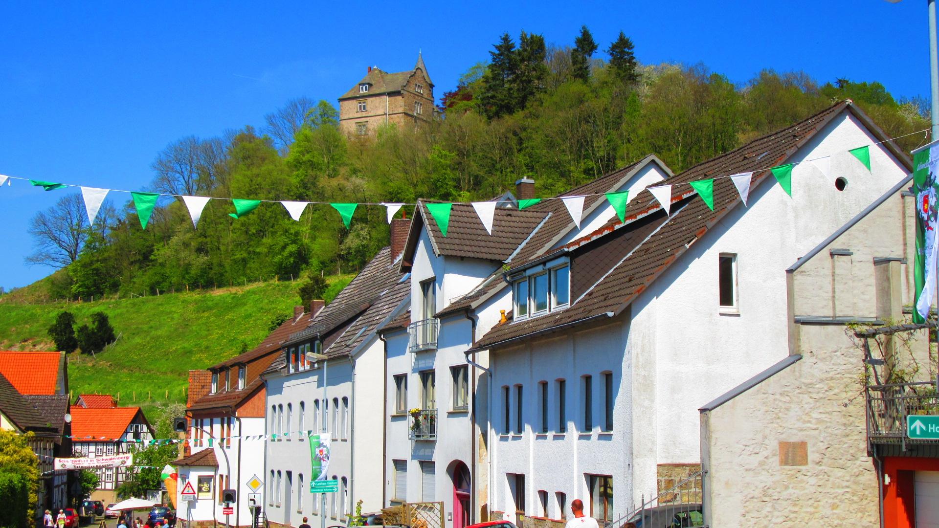 ~ Bild: Ankunft im Malerstädtchen Schwalenberg, Kreis Lippe, Nordrhein-Westfalen ~