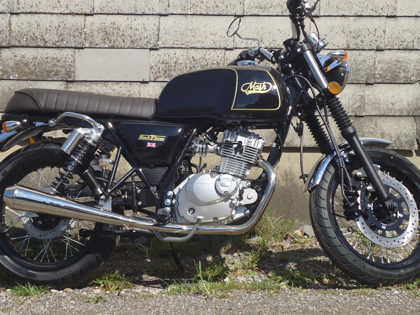 Mash 125 Black Seven schwarz-gold