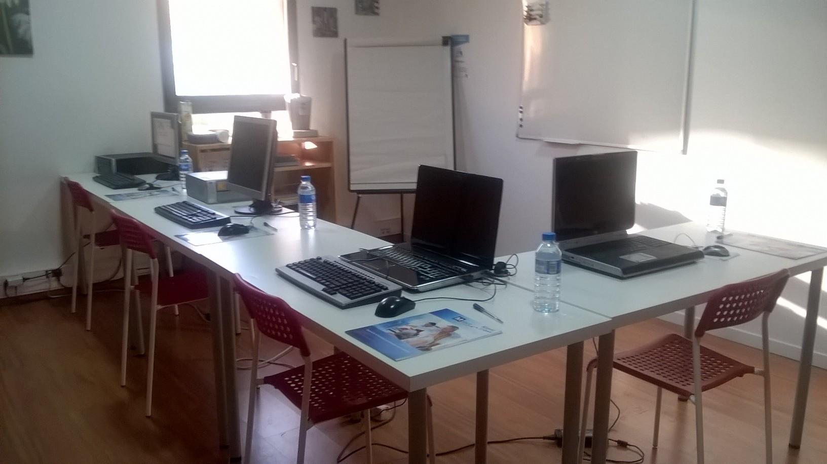 Notre salle de formation équipée en informatique -capacité jusq'à 8 personnes