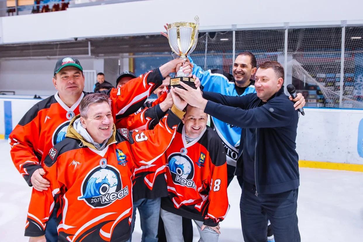 Невельский «Океан» выиграл областной чемпионат по хоккею «В бой идут одни старики»