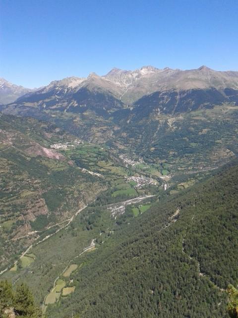 Vistas desde el Mirador de Lavasar. Plan, San Juan de Plan y Gistaín. Foto: DescubreHuesca.com