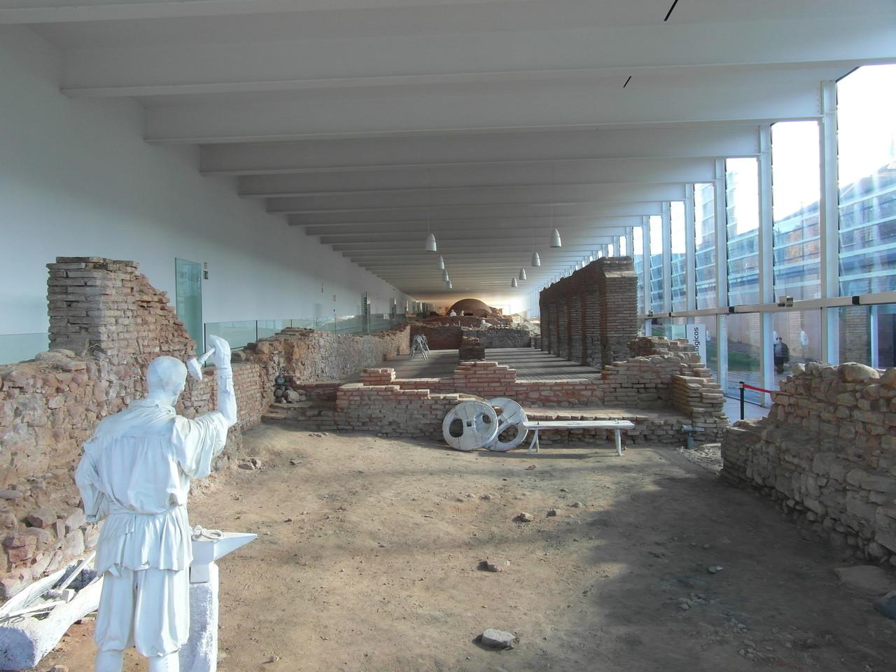 Vista panorámica visita restos monasterio nuevo de San Juan de la Peña