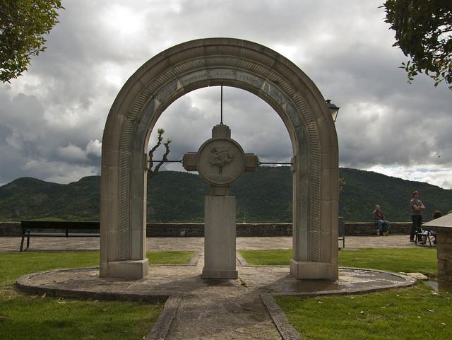 Monumento a los fueros del Sobrarbe.