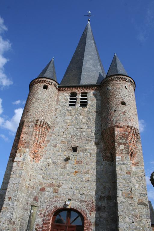 L'église fortifiée, clocher classé