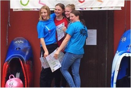 Konkurrentinnen auf dem Wasser und doch die besten Freundinnen: Unsere deutschen Freestyle Mädels!