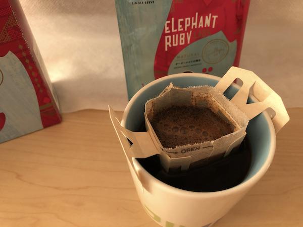 贅沢で個性的なドリップパックならこれかも/コーヒーファン向けイラストその89