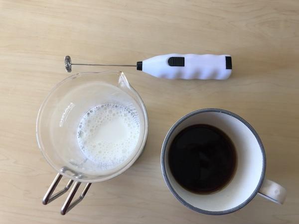 ハンディミルクフォーマーの使い方(動画編)/コーヒーファン向けイラストその91