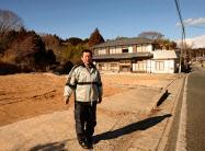 更地が増える町の状況を懸念する脇沢さん(福島県楢葉町)
