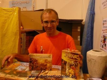Bernd Eisenstein mit seinen beiden neuen Spielen Pax und Pergamemnon. Vielen Dank für die Signierung unserer Exemplare.