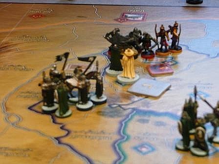 Gandalf der Weisse unterstützt Gondor im Kampf gegen Sauron.