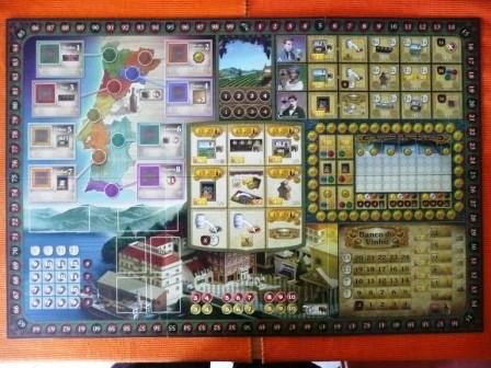 Das Spielbrett. Die neun Felder in der Mitte sind die Aktionsfelder.