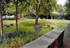 Единственный след прошлого – это маленькое лагерное кладбище.