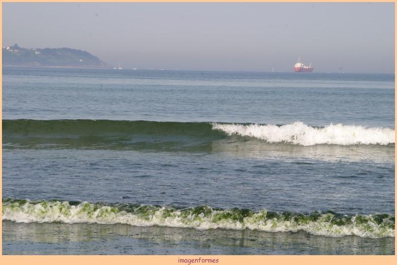 la vague est verte face à Douarnenez 02