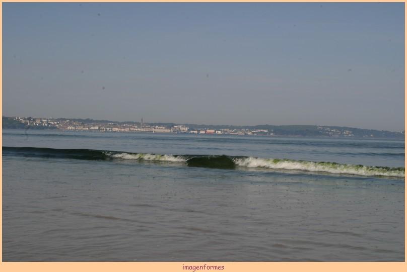 la vague est verte face à Douarnenez 01