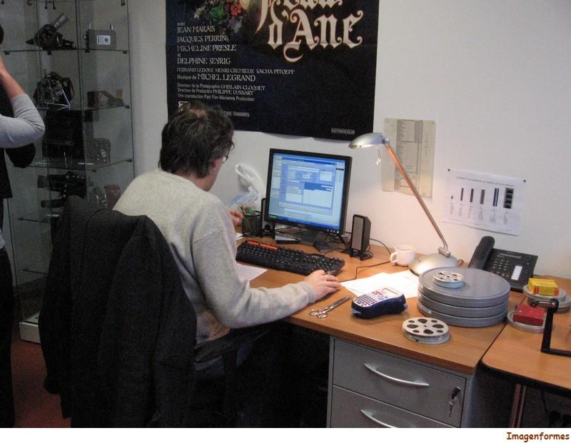 0067 archiviste au travail