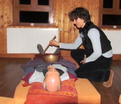 Klangsmassage bei Ungleichgewicht des Körpers durch Klänge