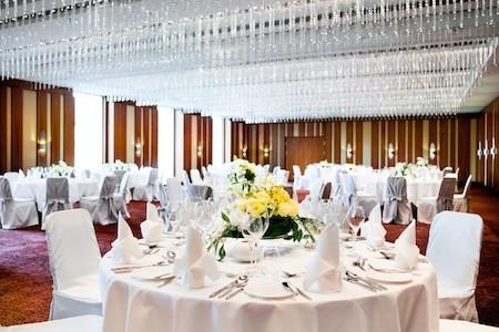 Hochzeitslocation Frankfurt Ladt Zu Ausgelassener Feier Ein