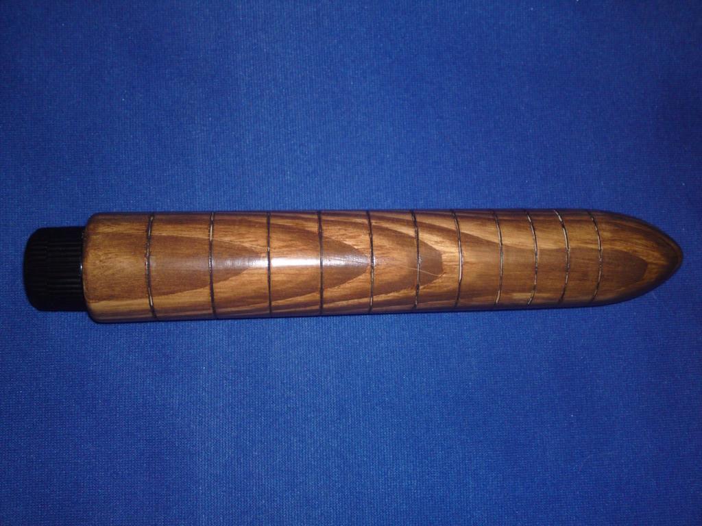 Holzvibrator Hausbock Dunkelbraun