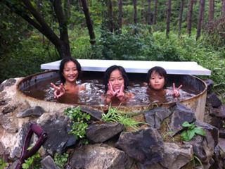汗を流すのはやっぱり野天風呂でしょう