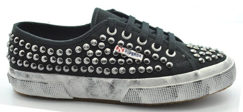 superga con borchie