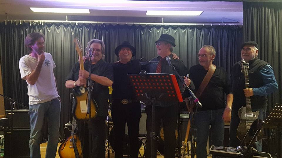 Fin de concert pour South River Blues Band : Yann, Brian, Jean-Louis, Marc, Gilbert et André.