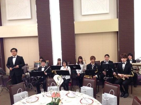 黄綬褒章を授与されることとなった市川同窓会長の祝賀会にて演奏をしました。