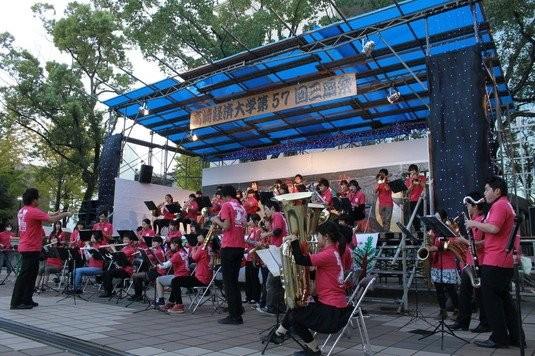 11月1日(土)~4日(火)の4日間は、高崎経済大学で三扇祭が開催されました!図書館前のステージでの演奏では多くの方が耳を傾けてくださって、良いものになりました!