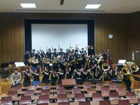 高崎経済大学構内において、スプリングコンサート2014を開催いたしました。 当日は生憎の悪天候ながら、ご来場いただきました皆様,力添えいただいた多数の方々にも恵まれ、無事成功を収めることができました!
