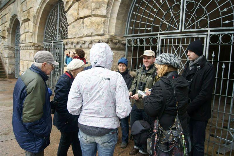 Die Exkursionsteilnehmer wurden auch darüber informiert, wie der NABU Leipzig sich für den Artenschutz auf verschiedenen Friedhöfen im Stadtgebiet engagiert.
