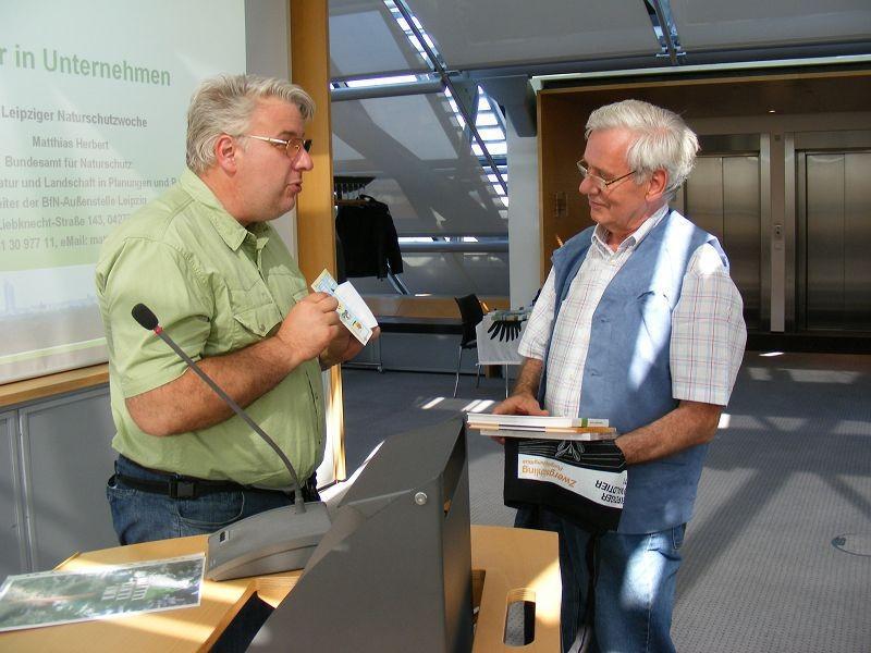 Bekanntgabe der Gewinner des Wettbewerbs 'Das schönste Vogelhaus der Stadt' durch Karl Heyde.
