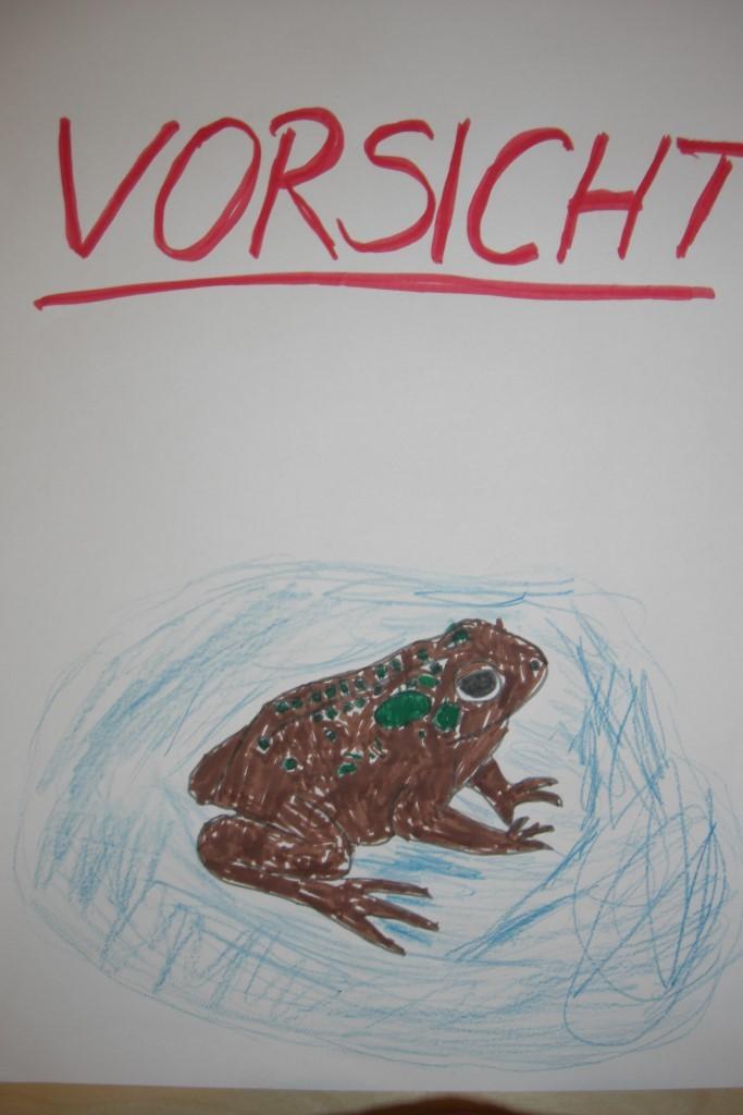"""Kreative Warnschildentwürfe hatte die NABU-Kindergruppe """"Parthefrösche""""  eingereicht und damit im Naturtäter-Wettbewerb den 1. Platz belegt. Abbildung: NABU Plaußig-Portitz"""