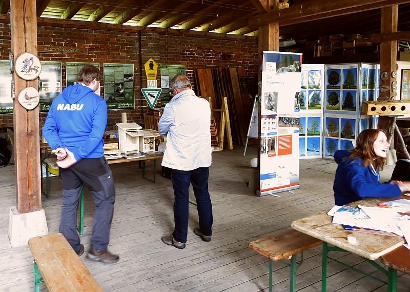 In der gemütlichen Atmosphäre der Auwaldstation gab es verschiedene interessante Gespräche an den Infoständen...